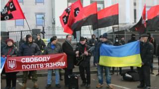 Протест под посольством РФ с требованиями освободить Карпюка и Клиха