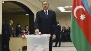 Президент Алиев голосует