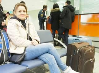 """Туристка, которая не смогла вылететь в Египет, в зале ожидания """"Шереметьево"""""""