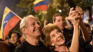 Люди на улицах в Венесуэле