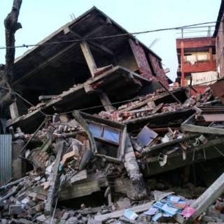 इम्फ़ाल में गिरी इमारत