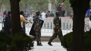 武警在新疆和田市區巡邏