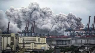 Пожар на складе в порту Сантос, Бразилия