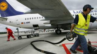 Reabastecimiento de un avion