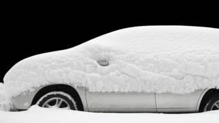 Автомобиль, занесенный снегом