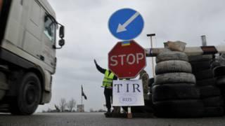 Украинские активисты блокируют транзит