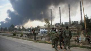 सीरिया स्थित ठिकानों पर बमबारी जारी