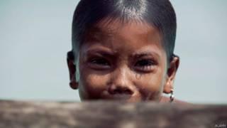 मोकेन आदिवासी लड़की
