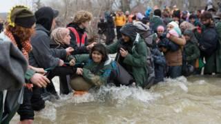 Мигранты перебираются в Македонию