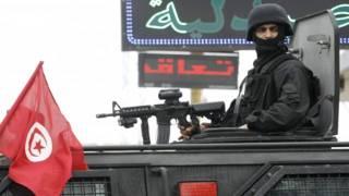 أحد عناصر الأمن التونسي