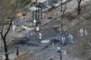 Эксперты исследуют место взрыва в Анкаре