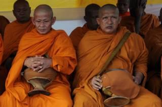 Monjes budistas tailandeses