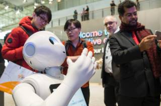 Интерактивный робот компании IBM на выставке в Германии, 15 марта 2016 г.