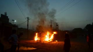 झारखंड में भड़की हिंसा के बाद लगाई गई आग.