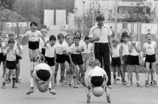 Советские дети в пионерском лагере