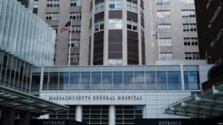 波士顿一家医院成功为一名64岁患者施行了美国第一例阴茎移植手术。