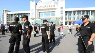चीन के ज़िनजियांग प्रांत की पुलिस