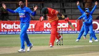 हरारे में भारत-ज़िम्बाब्वे के बीच खले गए दूसरे वनडे में अपील करते जसप्रीत बुमराह.