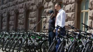 Кличко передав поліції 100 велосипедів