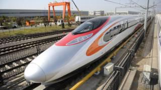 美国生产商指责中国铝制品产能过剩且低价倾销,但中方称国内铁路车辆等需求是扩充产能的主要原因。图为中国制造的CRH380高速列车。