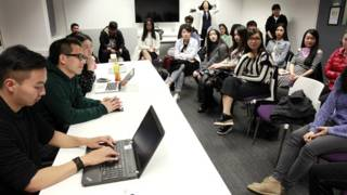 《中国留学生》剧组在英国高校与同学们见面交流