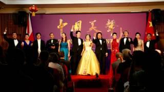 全體演員一道演繹「中國美聲」音樂會的最後一曲