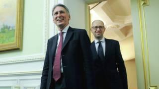 哈蒙德(左)上周首次以英国财相身份出席了在中国举行的G20会议并和中方官员进行了会谈。