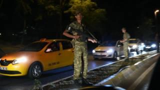 Прем'єр Туреччини заявив про спробу перевороту у країні