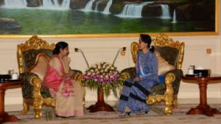 India Foreign Minister meets Daw Aung San Suu Kyi