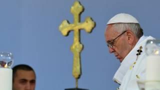 На мессу папы римского пришло неожиданно мало людей