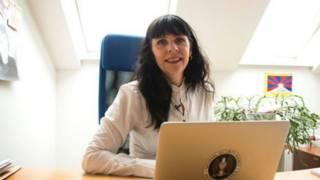 Основательница партии Биргитта Йонсдоттир - хакер, кибер-активист и поэт