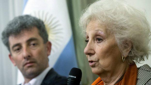 Ignacio con Estela en una conferencia de prensa.