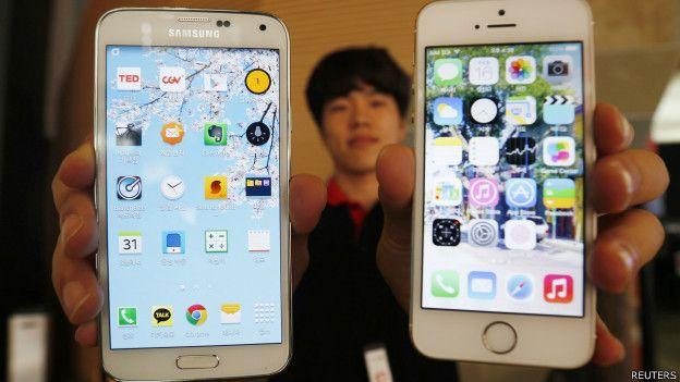 Usuario frustrado con su celular
