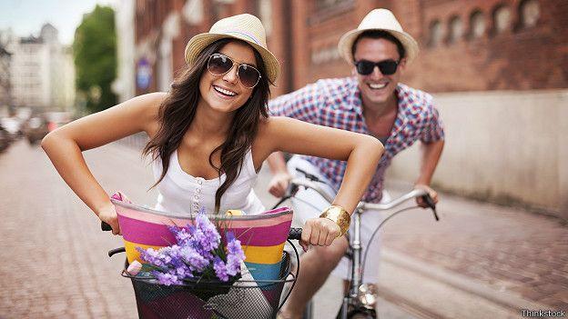 Парень и девушка на велосипеде фото 703-201