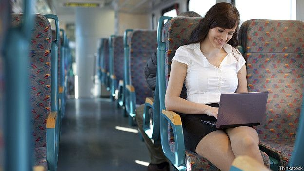 Смазливая между ног в автобусе фото 363-635