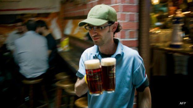 La cerveza es la bebida alcohólica más consumida por los latinoamericanos.