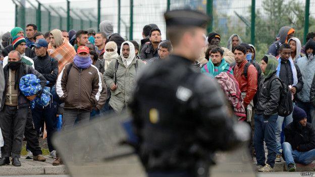inmigrantes en el campo de refugiados de Calais, Francia.