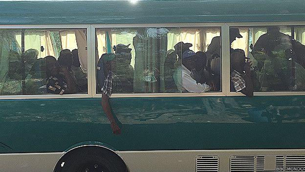 Autobús lleno de trabajadores d ela caña haitianos