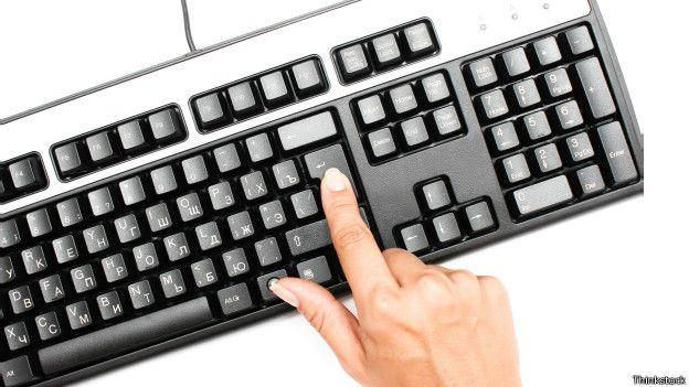 Utilizar las combinaciones de teclas precisas ahorra tiempo comparado con la tarea de apuntar con el ratón en las cajitas del formulario.