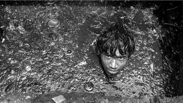 Trabajadores de cloacas en Bombay