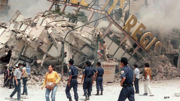 Ruinas del Hotel Regis tras el sismo de 1985 en Ciudad de México. Foto: AFP