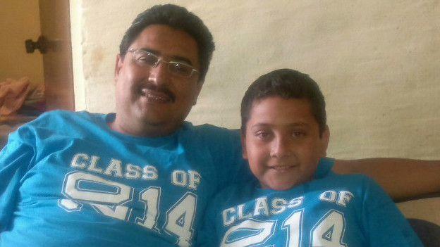Israel Martínez con su hijo