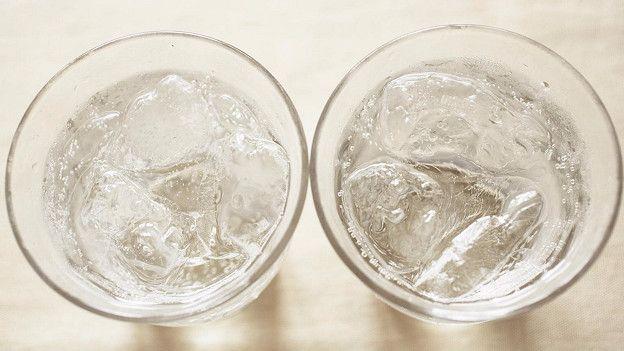 Два стакана с газировкой