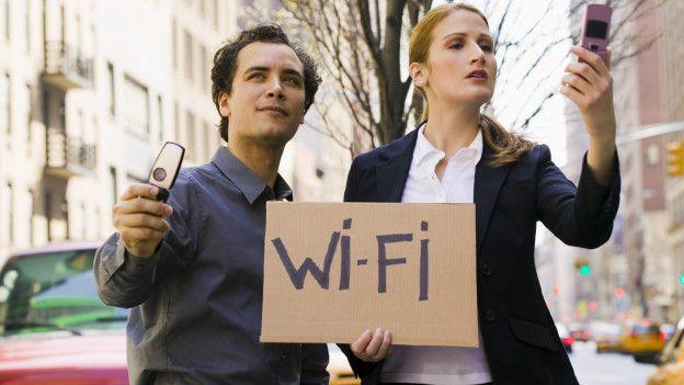 Cuando la señal wifi se debilita un poco, automáticamente se conecta a los datos.