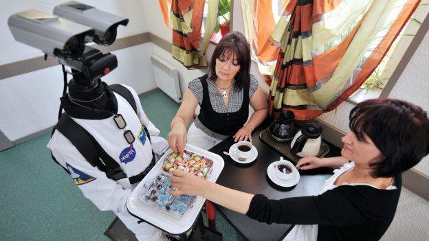 Robot mesero en Francia