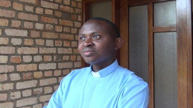 Lucien, el secretario del obispo de Kabale.