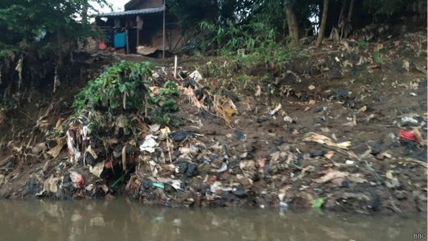 foto sampah di Sungai Ciliwung pada 2016 | bbc indonesia
