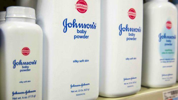 Johnson &Johnson deberá pagar US$72 millones por el caso de una mujer que murió de cáncer de ovario relacionado al talco.