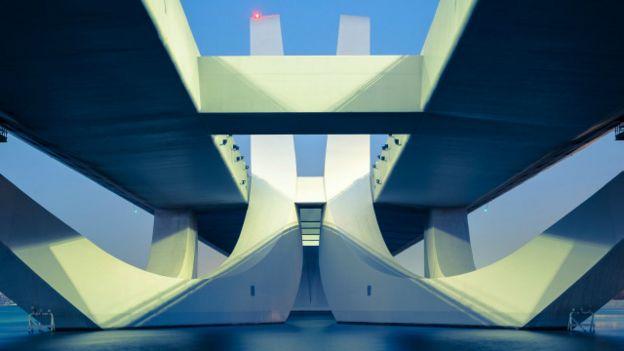 El puente Sheikh Zayed en Abu Dhabi de Zaha Hadid