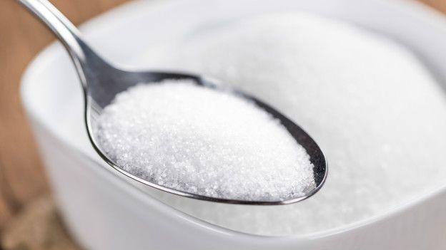 Reducir los niveles de azúcar en la sangre es una medida esencial.